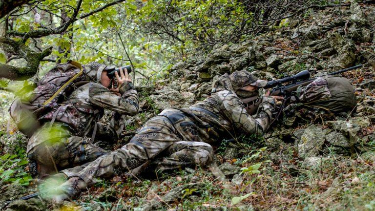 Dos cazadores recechando con el equipo Sigilo de Solognac.