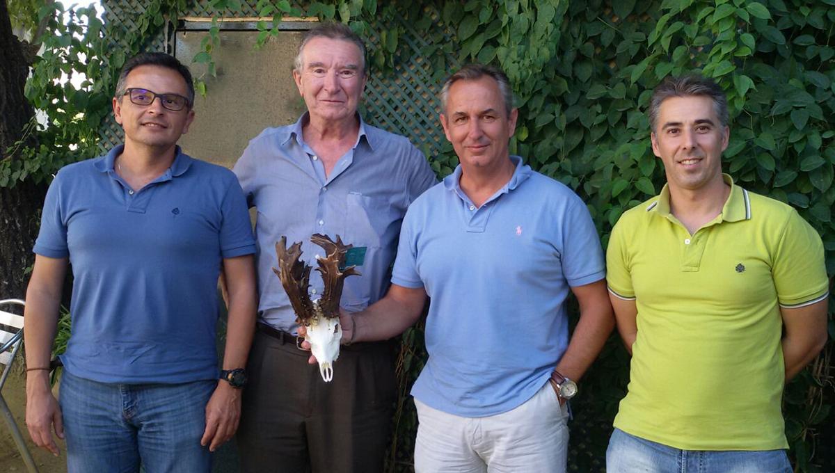 Imagen del equipo que ha evaluado el trofeo. /Facebook Cosas de Caza y Pesca
