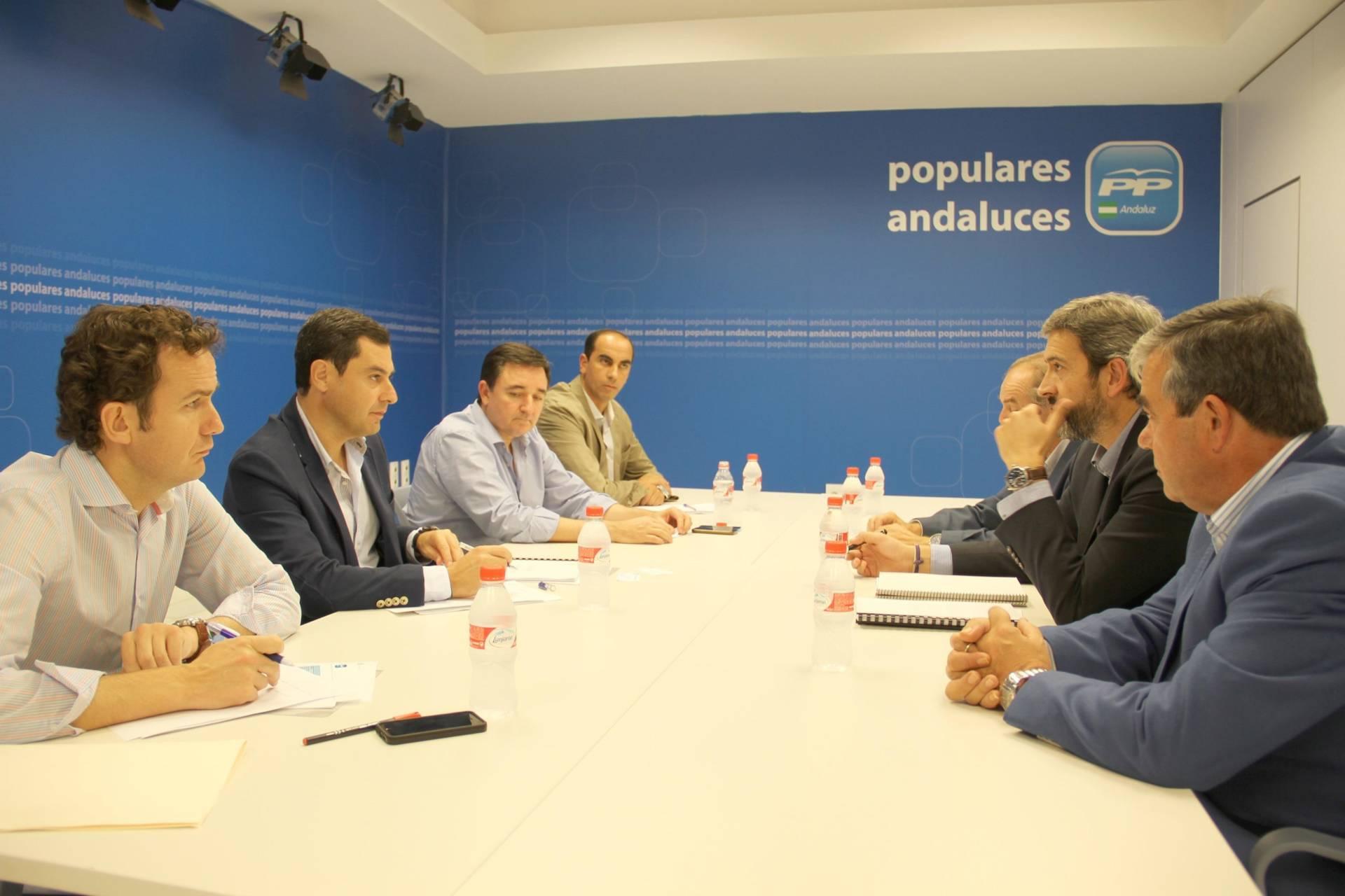 El PP andaluz tiende su mano a los cazadores