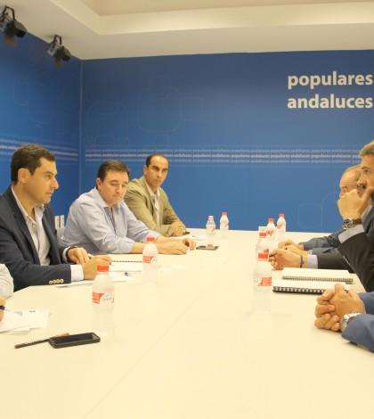 Imágenes de la reunión mantenida en el día de ayer entre el PP y la FAC