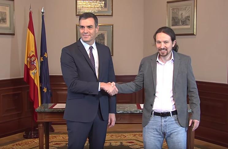 Pedro Sánchez y Pablo Iglesias durante la firma del preacuerdo de Gobierno.