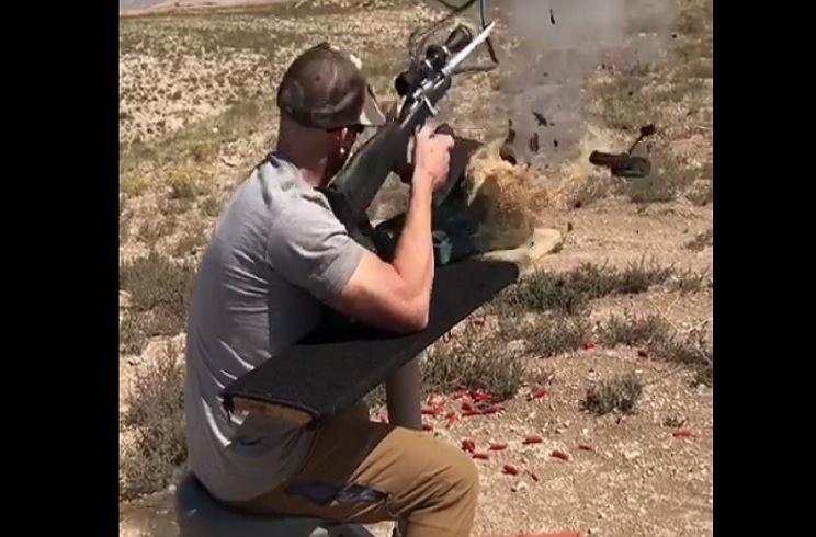 Un cazador sufre un aparatoso accidente al poner su rifle a tiro