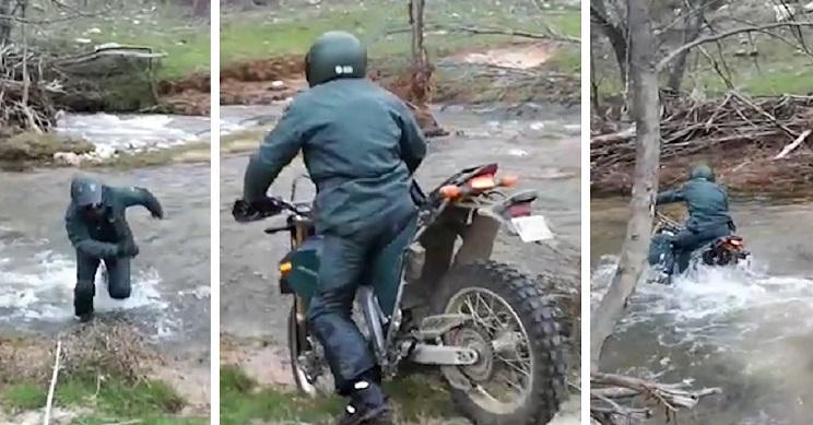 Un agente del SEPRONA cae al río con su moto mientras lo graban