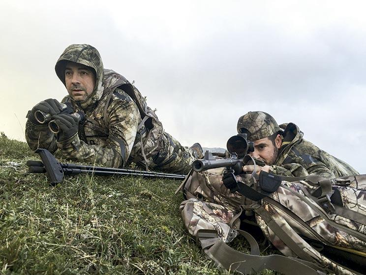 Practicando tiro con rifle
