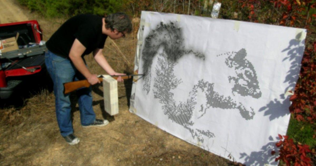 El artista que hace cuadros con un rifle del calibre .22